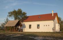 A Szalakóta Látogatóközpont felújított épülete